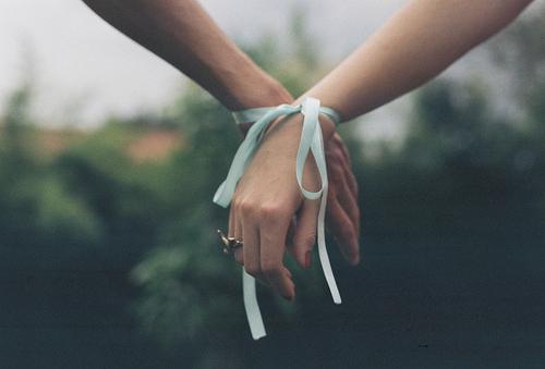 Фотография связанные руки